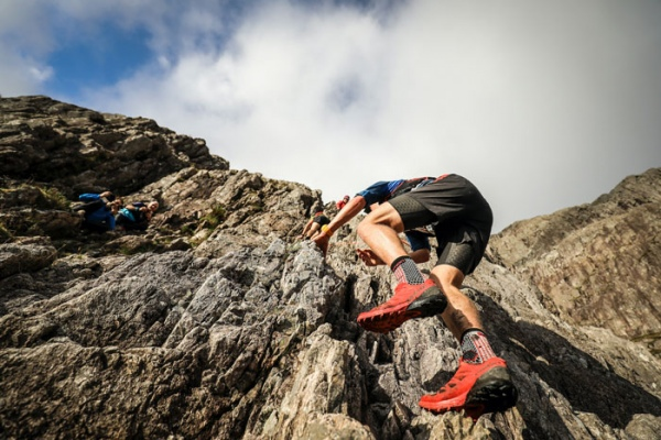 Philipp-Reiter-on-Curved-Ridge-on-the-Salomon-Glen-Coe-Skyline-2016
